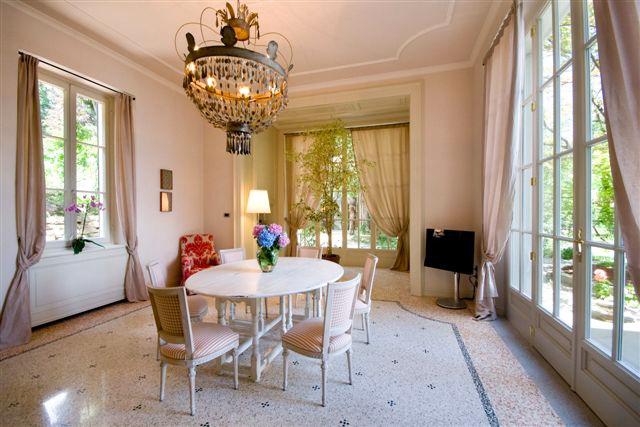 Villa-La-Perla-Indoor-Dining-Area-