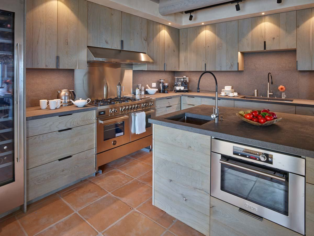 luxury-italian-villas-Villa-Orcia-Kitchen-00166