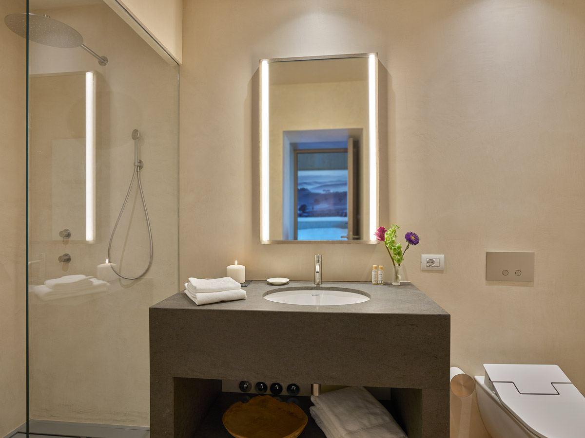 luxury-italian-villas-VillaOrciaBath00163