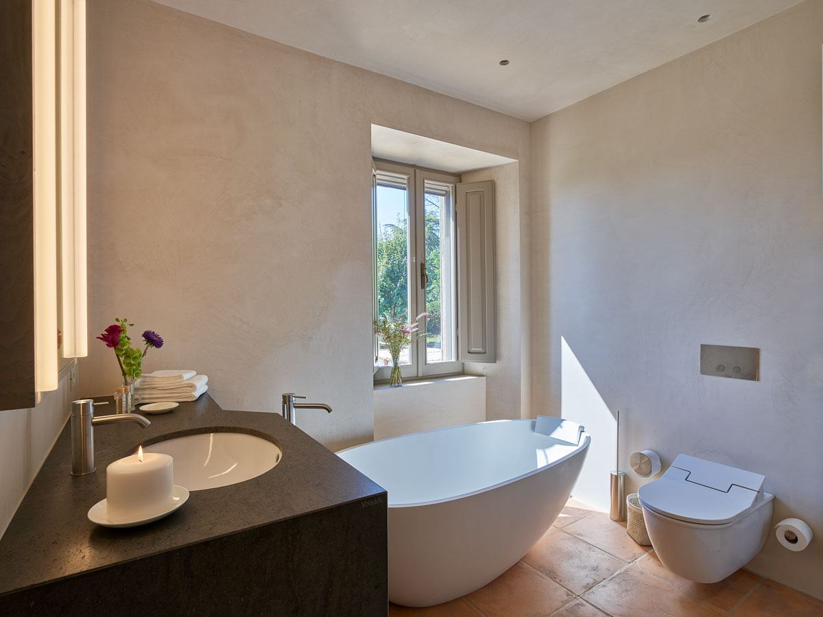 luxury-italian-villas-VillaOrciaBath200164