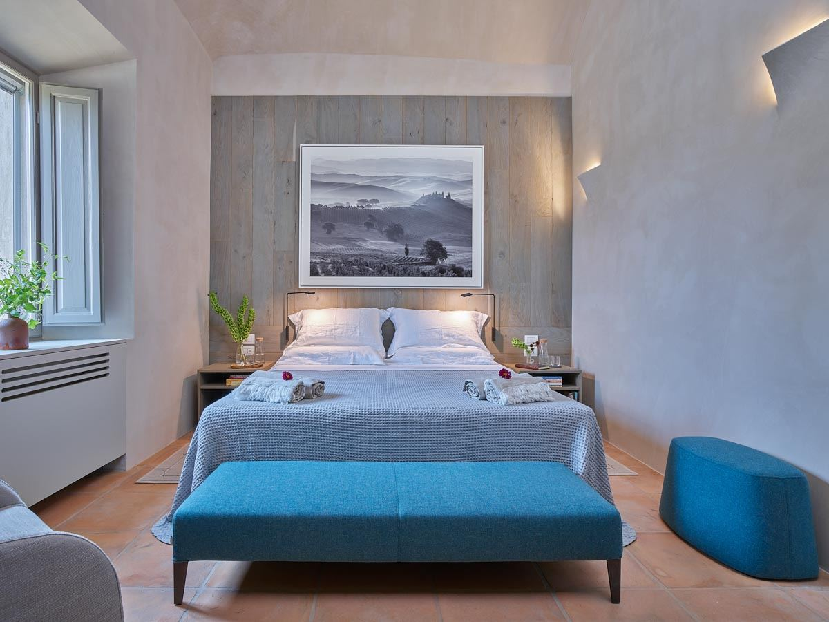 luxury-italian-villas-VillaOrciaBedroom200158