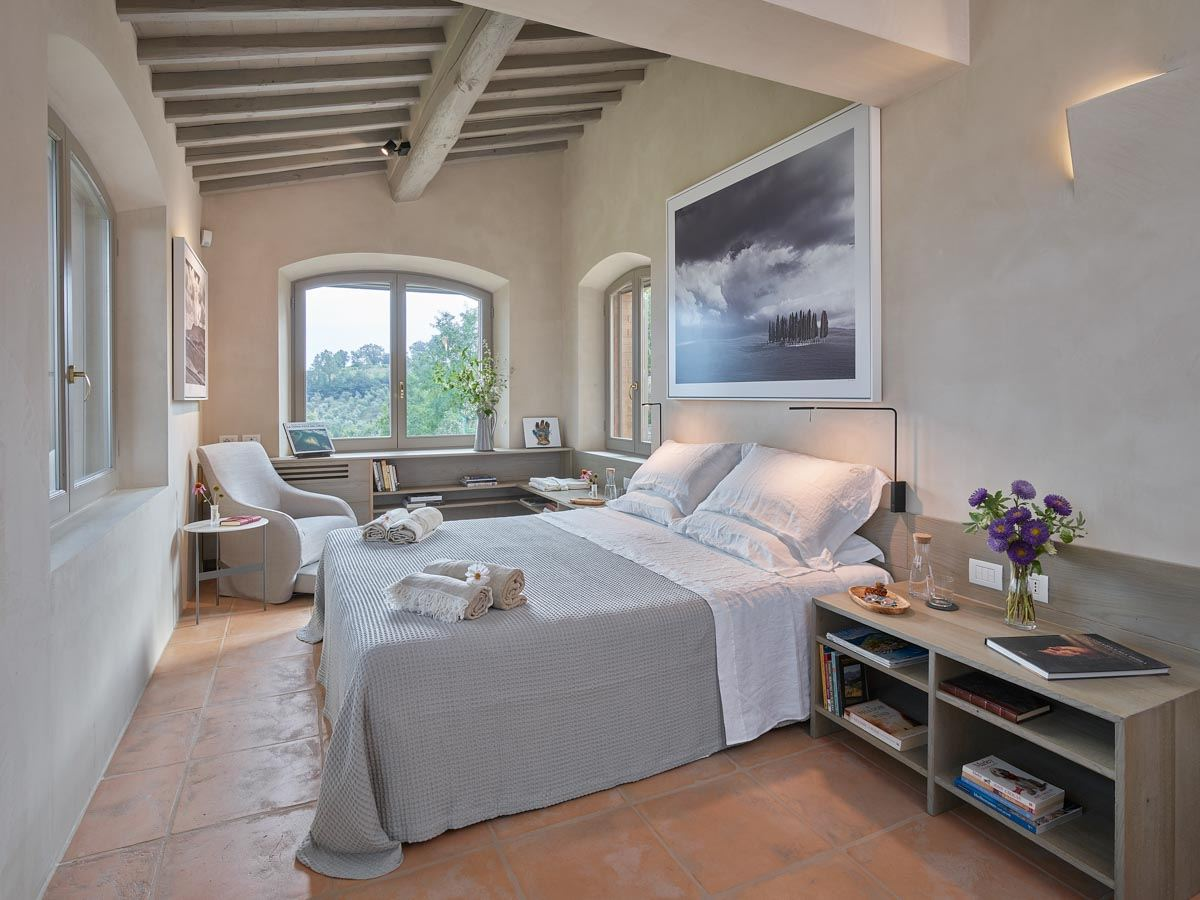 luxury-italian-villas-VillaOrciaBedroom300159